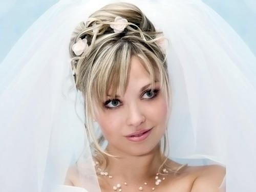 Свадебные прически на средние волосы с фатой и челкой